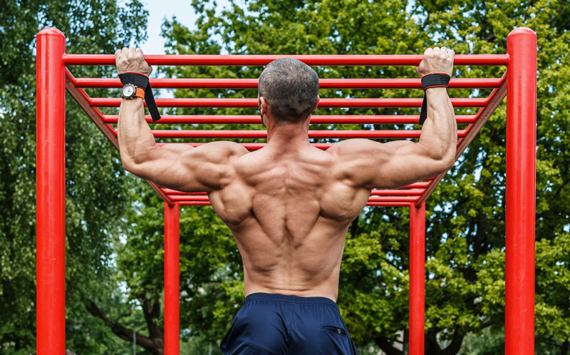 working out on a freestanding pull up bar outside